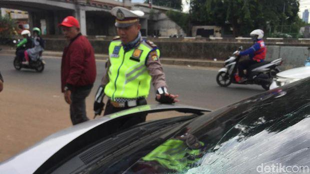 Kecelakaan diduga karena pengemudi kehilangan kendali saat mobil melaju kencang