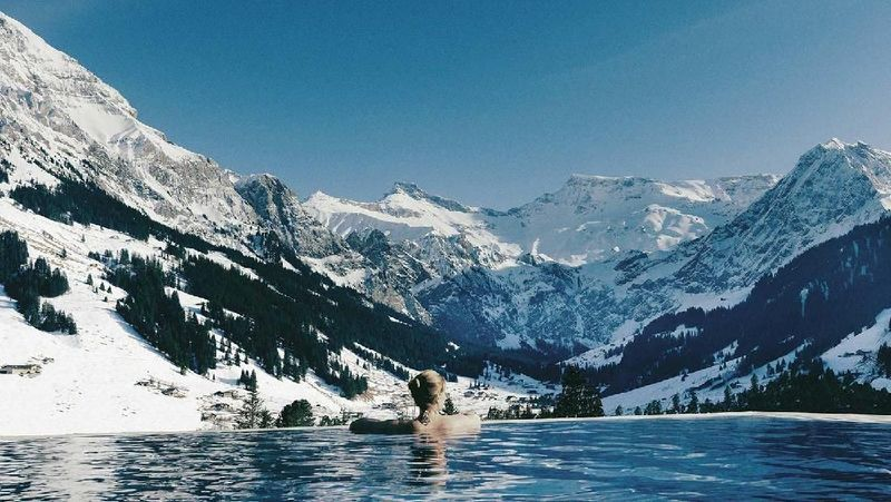 Di Swiss, ada The Cambrian Hotel, di Adelboden yang punya kolam pemandangan Pegunungan Alpen. Bukan cuma cantik, tapi pemandangannya juga instagenic (The Cambrian Hotel Adelboden)