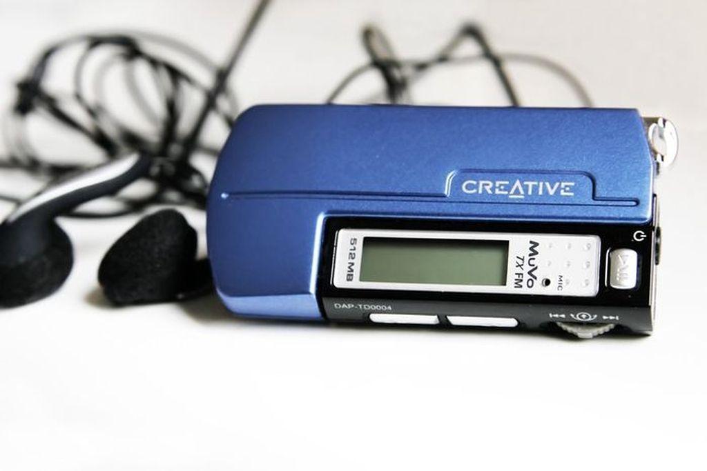 Dulu pemutar musik digital semacam ini jadi favorit meski kapasitasnya kecil dan harganya cukup mahal untuk yang mereknya bagus seperti Creative. Kalau lagi suntuk, tinggal dengarkan dan bisa juga buat pamer. Foto: istimewa