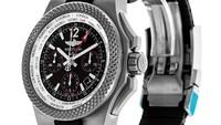 Breitling for Bentley B04 GMT. Jam tangan Bentley B04 GMT dari Inggris ini memiliki ciri khusus 2 waktu, dengan edisi terbarunya yaitu GMT hingga model GT. Jam ini banyak terinspirasi dari dunia otomotif. Foto: Watchfinder