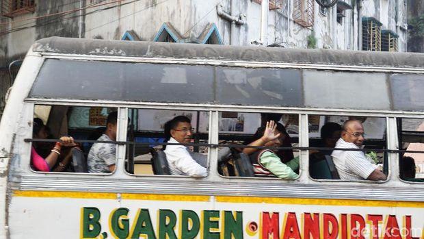 Jakarta Punya Metromini, Kolkata Punya Ini