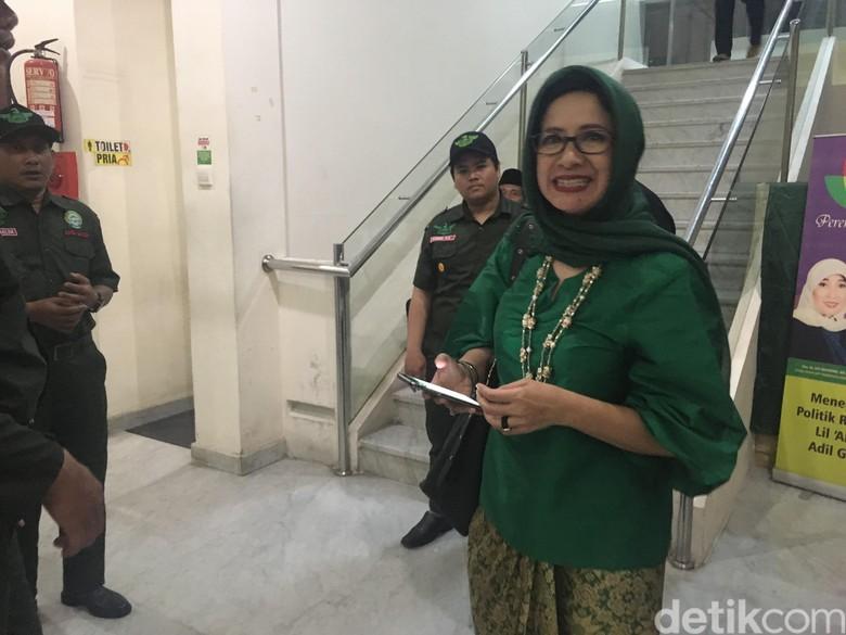 Berbusana Hijau, Nurul Arifin Ambil SK Pilwalkot Bandung dari PKB