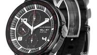 Porsche Design Flat Six. Seperti namanya, Porsche, orang tentu tak perlu bingung memikirkan hubungan jam tangan ini dengan mobil sport. Flat Six adalah jam tangan yang menjadi bagian dari sejarah perusahaan otomotif asal Jerman tersebut.Foto: Watchfinder