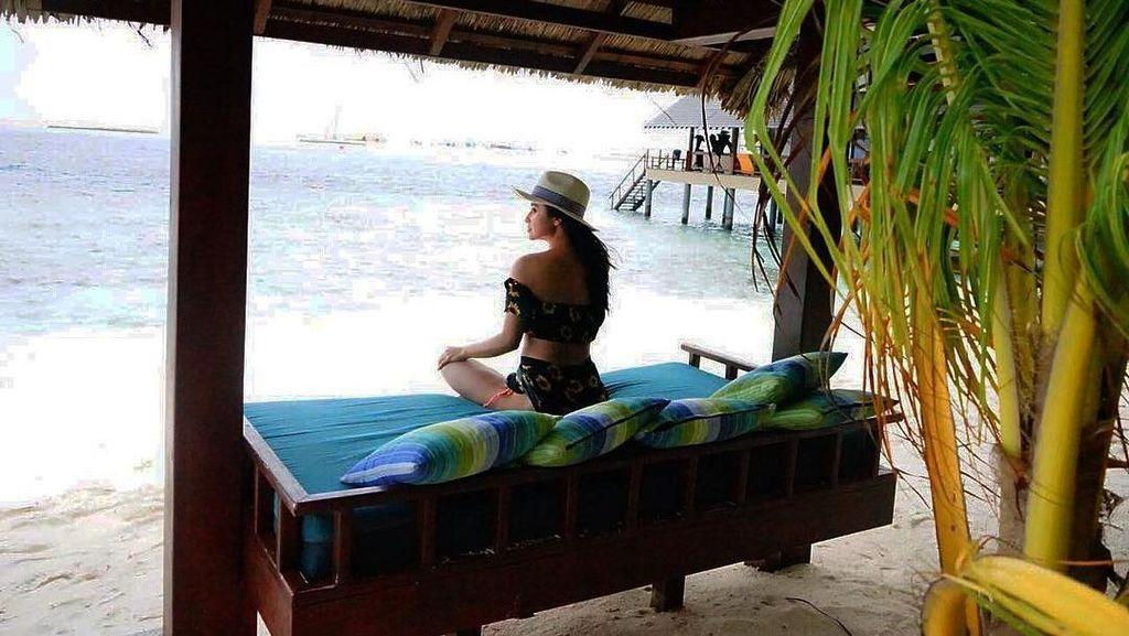 Seksinya Dewi Persik saat Liburan ke Maldives Bareng Suami