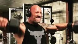 Tubuh kekar bukan hanya daya tarik Dwayne The Rock Johnson. Namun ia memastikan, tubuhnya itu diperoleh lewat kerja keras yang nyata.