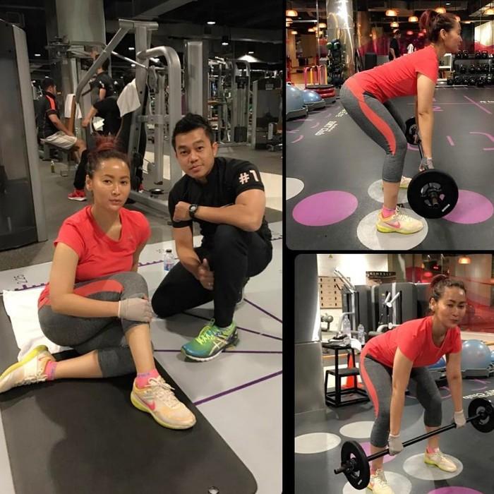 Inul diketahui rutin melakukan berbagai jenis olahraga. Di Instagramnya inul mengunggah momen saat ia olahraga mulai dari latihan beban, aerobik, boxing, hingga yoga. (Foto Instagram/inul.d)