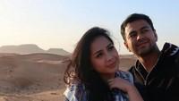 Raffi dan Nagita menikmati pemandangan gurun yang luas. Foto: Instagram/raffinagita1717
