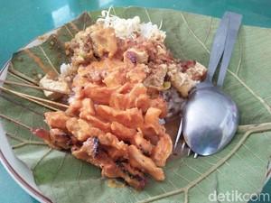 Sate Srepeh Rembang yang Unik dengan Paduan Nasi Sambal Tahu