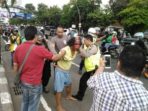 Bawa 2 Molotov, Seorang Pria Diamankan dari Depan Grahadi Surabaya
