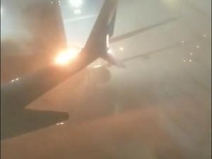 Foto: Ngeri! Api Menyala dari Ekor Pesawat Kanada yang Tabrakan
