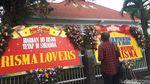 Penampakan Banjir Karangan Bunga Tolak Risma Jadi Cawagub
