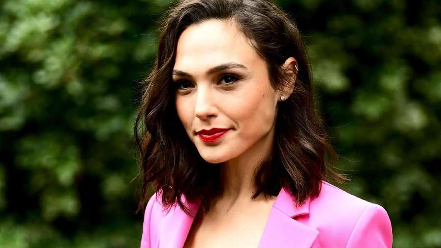 Gal Gadot, Hot in Pink!