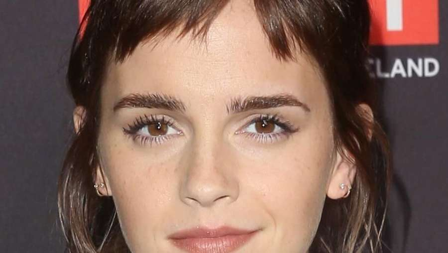 Emma Watson Kini Berponi, Yay or Nay?