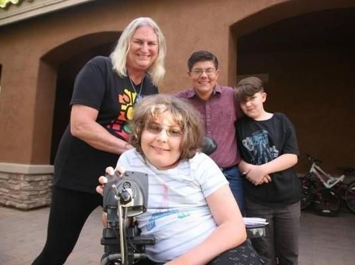 Cerita satu keluarga yang memilih jadi transgender/Foto: Facebook