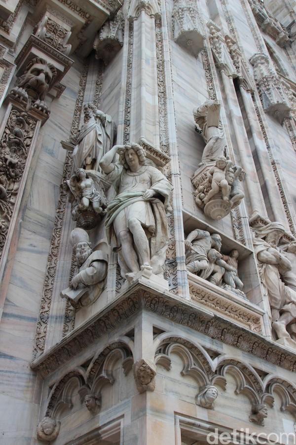 Foto: Katedral ini adalah gagasan dari Uskup Agung Antonio da Saluzzo pada tahun 1386. Lokasinya berada di Piazza del Duomo, Milan, Italia. (Erwin/detikTravel)