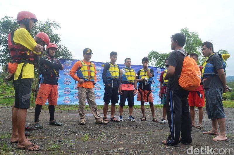 Rafting atau arung jeram bisa dilakukan di Sungai Bogowonto ini. Alirannya deras dan enjadi tantangan tersendiri bagi pecinta olahraga ekstrem (Rinto/detikTravel)