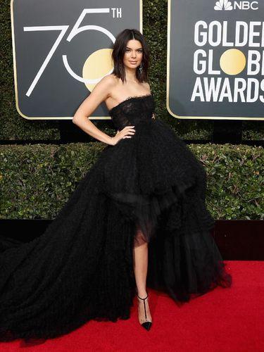 Kendall Jenner Juga Manusia, Wajahnya Banyak Jerawat Saat Tampil di Red Carpet