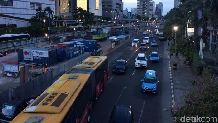 Suasana lalu lintas di Jalan Thamrin Jakarta Pusat (Foto: Rina Atriana)