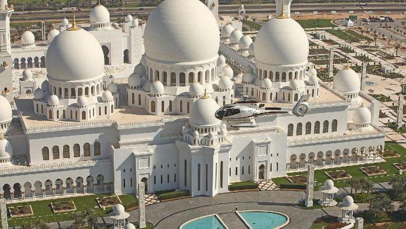 Berdasarkan data dari paparan Direktorat Jenderal Informasi dan Diplomasi Publik Kemlu RI tahun 2017 lalu, Uni Arab Emirat (UAE) jadi negara ketujuh yang paling banyak didiami oleh diaspora Indonesia. Diketahui, ada sekitar 100 ribu WNI di sana (Visit Abu Dhabi)