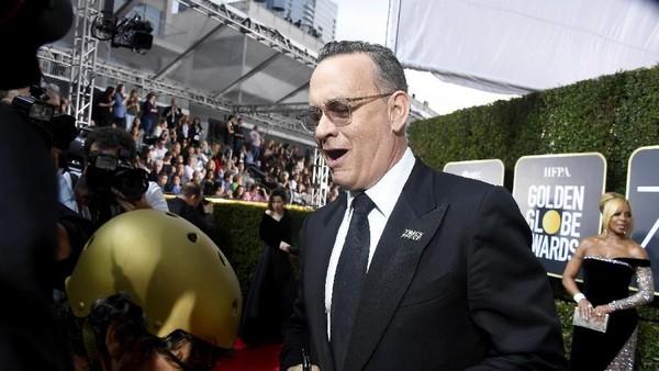 Ada-ada Saja! Tom Hanks Jadi Pelayan di Ajang Golden Globe 2018