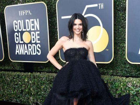 Ini Kata Kendall Jenner Soal Penapilan Jerawatan di Golden Globes