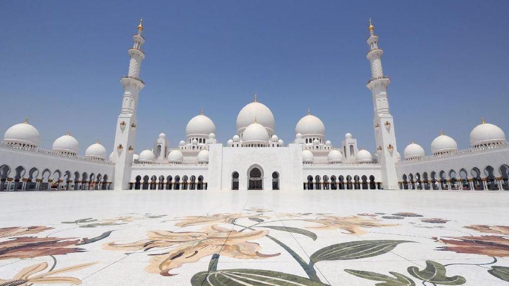 Ini Masjid Cantik yang Punya Karpet Terbesar Dunia
