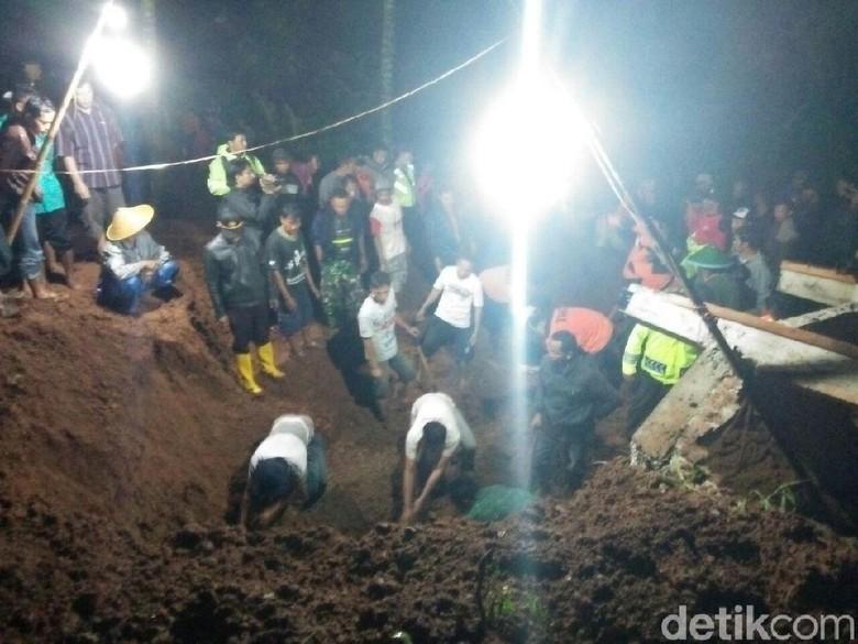 Longsor di Ponorogo Timbun Rumah, Ibu dan Anak Ditemukan Meninggal