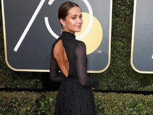Alicia Vikander Beri Bocoran Tomb Raider di Red Carpet Golden Globe 2018