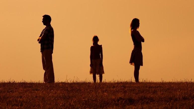 Pelajaran yang Bisa Diambil Anak dari Perceraian Orang Tuanya. Foto: Thinkstock