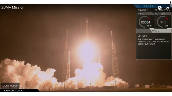 Potongan adegan peluncuran roket Falcon 9 membawa kendaraan luar angkasa Zuma (SpaceX/CNN)