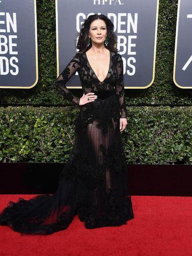 Di Usia 48, Catherine Zeta Jones Seksi Bergaun Menerawang