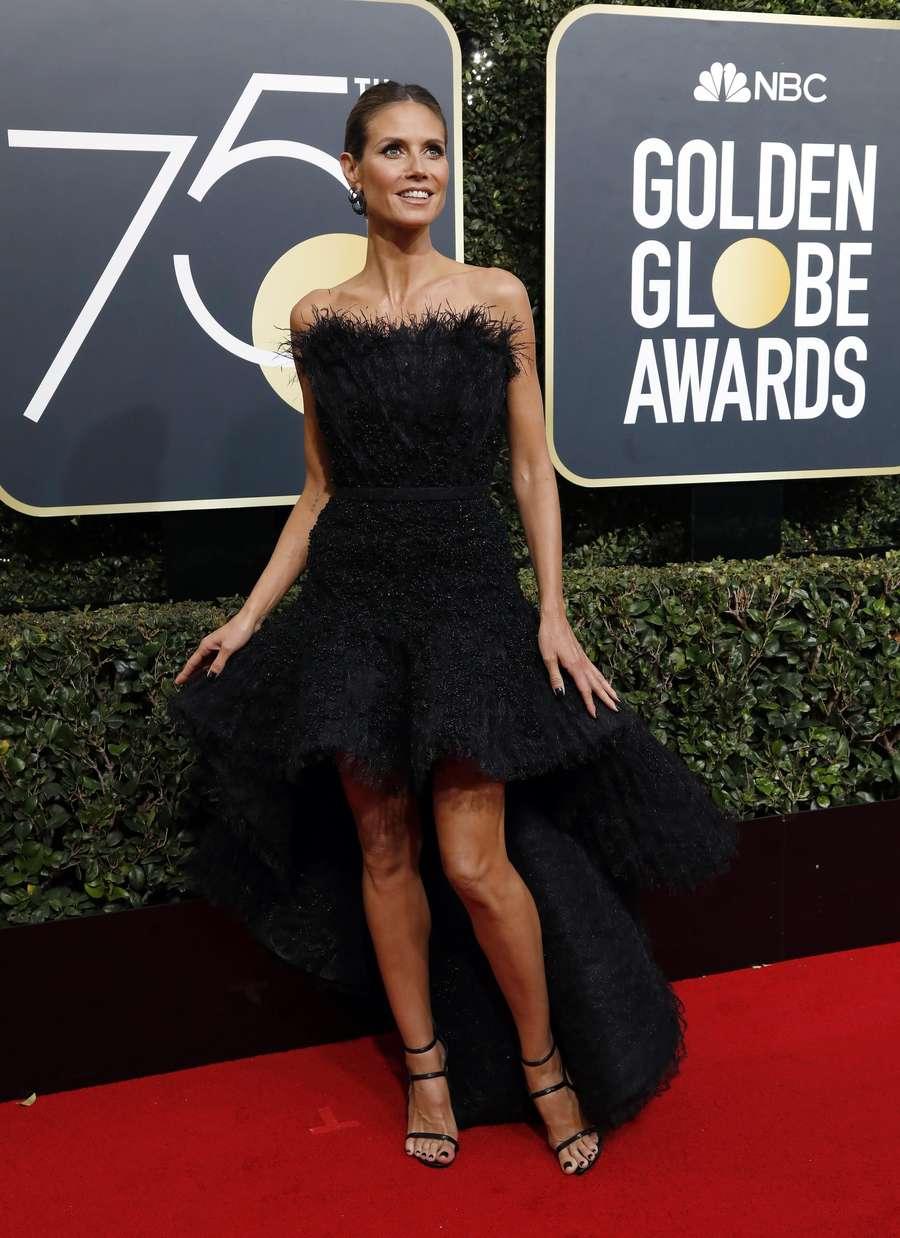 Pesona Para Selebriti Cantik Bergaun Hitam di Golden Globe 2018