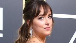 Foto: Makeup Cantik Memukau Para Selebriti di Red Carpet Golden Globes 2018