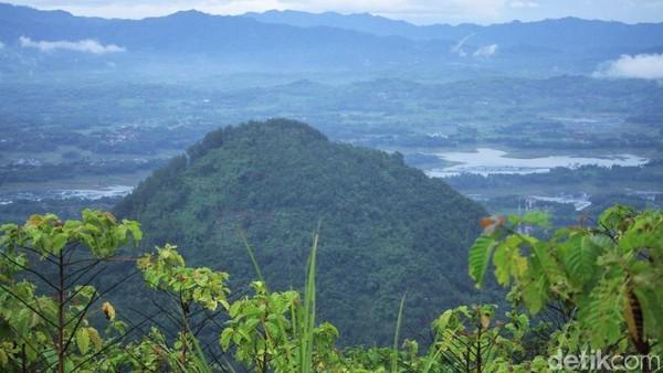 Terdapat spot yang aman untuk traveler menikmati pemandangan sekitar (Wisma Putra/detikTravel)