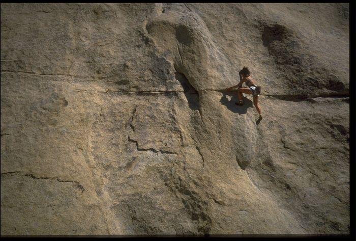 Free Climbing. Ini merupakan pengembangan dari olahraga panjat tebing. Namun dilakukan dengan lebih ekstrem lagi karena si pendaki sama sekali tidak menggunakan perlengkapan keselamatan kecuali bertumpu pada kekuatan otot kaki dan tangannya sendiri. (Getty Images)