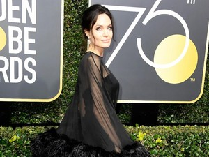 Begini Respons Angelina Jolie Bertemu Jennifer Aniston di Golden Globe