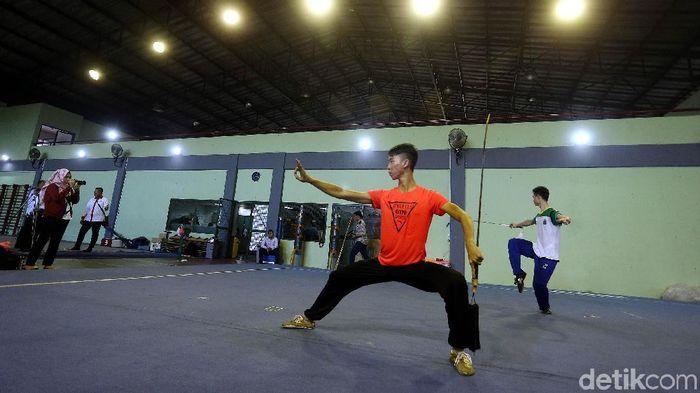 Atlet wushu Indonesia berlatih di pelatnas (Foto: Rengga Sancaya)