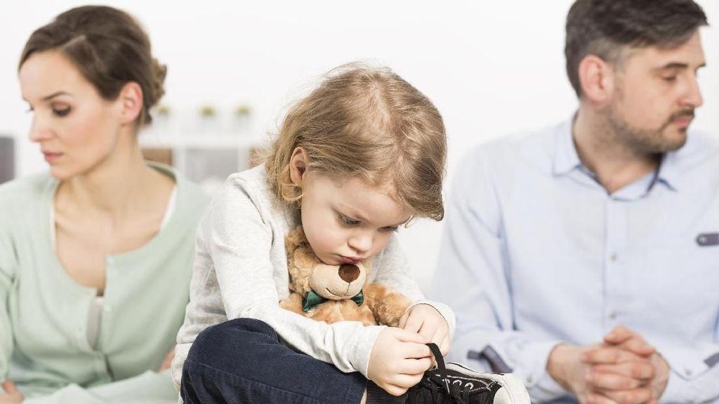 5 Hal yang Wajib Diperhatikan Saat Bicara Cerai ke Anak Balita