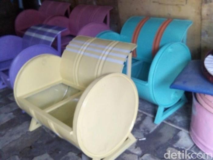 Di Tangan Pemuda Ini Drum Bekas Disulap Jadi Beragam Furniture
