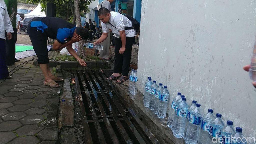Gelar Salat Hajat, Pendukung RINDU Wudu Pakai Air Mineral