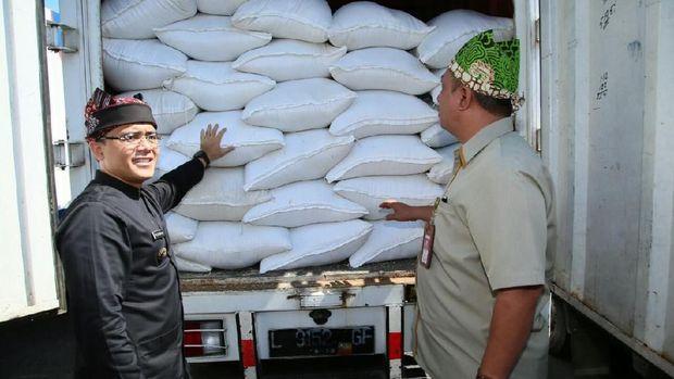 Bupati Anas berharap operasi pasar bisa menstabikan harga beras di pasaran