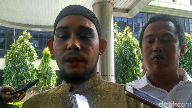 Ketua Umum FUIB, Rahmat Himran melaporkan Joshua Suherman ke Bareskrim.