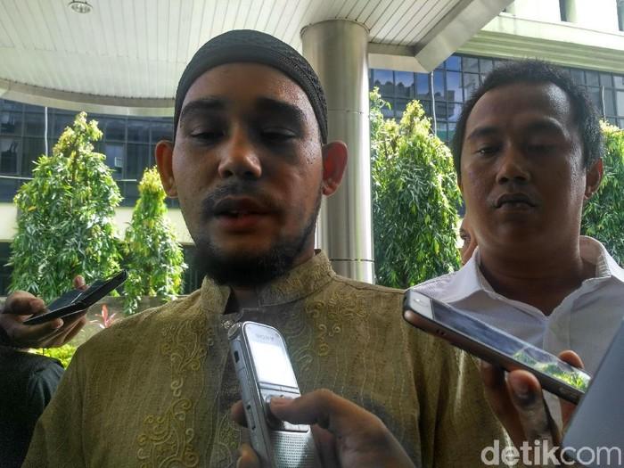 Ketua Umum FUIB Rahmat Himran melaporkan Joshua Suherman ke Bareskrim. (Denita Matondang/detikcom)