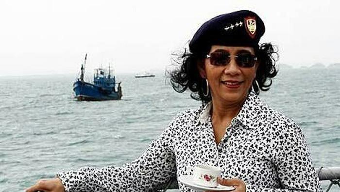 Susi Pudjiastuti, tiga tahun terakhir gencar menenggelamkan kapal maling ikan di laut Indonesia. Yuk, lihat berbagai aksi Susi saat tenggelamkan kapal.