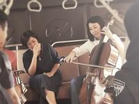 1. Saat Veronica Bermain Alat Musik Cello