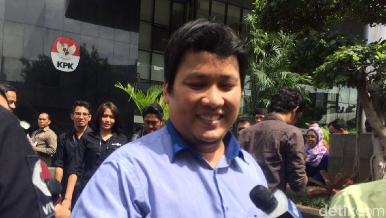 Hilman Beberkan Kecelakaan Mobil yang Ditumpangi Novanto