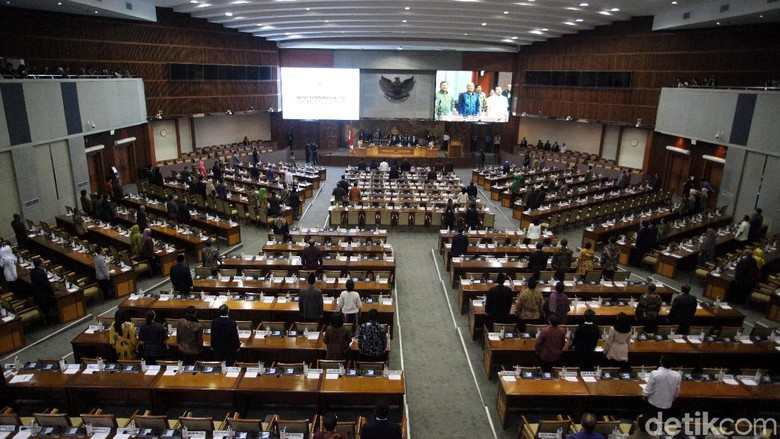 Bamsoet Pidato Kami Butuh Kritik, DPR Tutup Masa Sidang