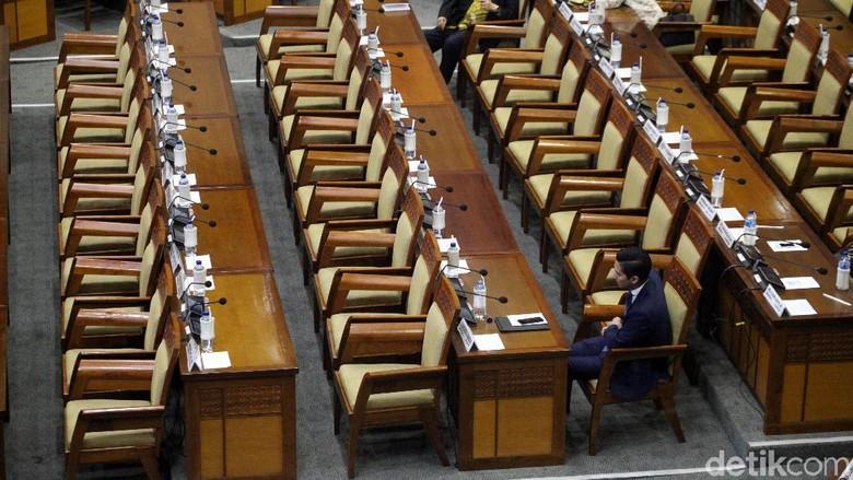 Rapat Paripurna Pengesahan RUU MD3, 349 Anggota DPR Absen