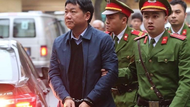Puluhan Pejabat Senior Partai dan Perusahaan Negara Vietnam Diadili
