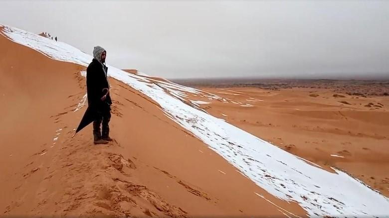 Foto: Menakjubkan! Gurun Sahara Diselimuti Salju